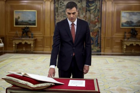 In Spain, the leader of the Spanish Socialist Workers' Party, Pedro Sánchez has given the oath of the country's new Prime Minister to King Felipe after the ousting of conservative Mariano Rajoy from power.