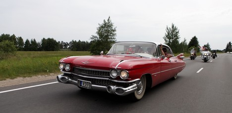What are the options for investing in vintage cars