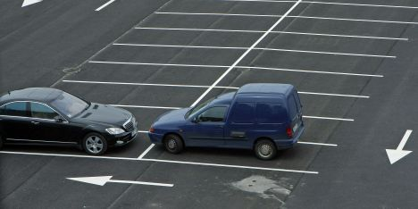 Fraudsters organize fake accidents on parking lots and for There are usually collisions in a motor vehicle crash