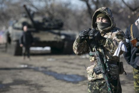 A fighter with the separatist self-proclaimed Donetsk People's Republic Army stands guard at a checkpoint along a road from the town of Vuhlehirsk to Debaltseve in Ukraine, in this picture taken February 18, 2015. To match Special Report UKRAINE-CRISIS/SOLDIERS   REUTERS/Baz Ratner