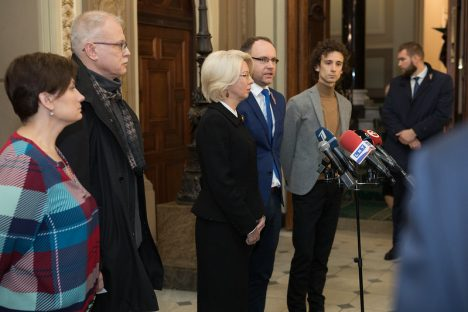 topical, Saeima, protest, healthcare budget, Ināra Mūrniece, Kārlis Rācenis