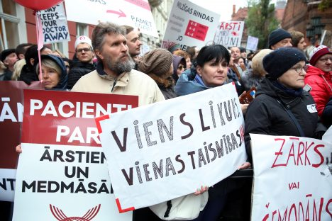 budget 2020, Latvia, doctors, wages, protest