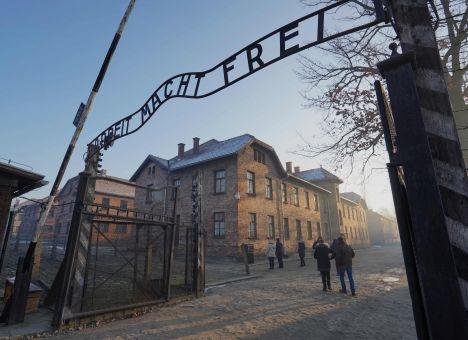 Angela Merkel, Nazi Germany, Holocaust