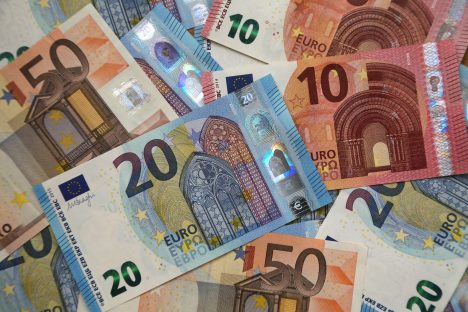 Swedbank, outlook, economic growth, changes, ECB